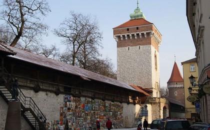 Brama Floriańska, Baszta Pasamoników i mury obronne miasta Krakowa